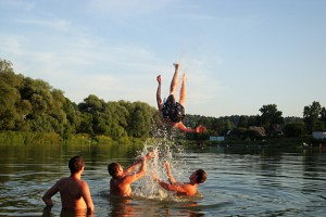 купание в водоеме